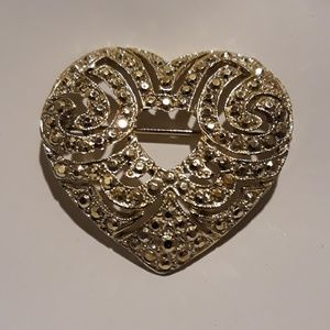 Gold tone Heart Pin / Brooch